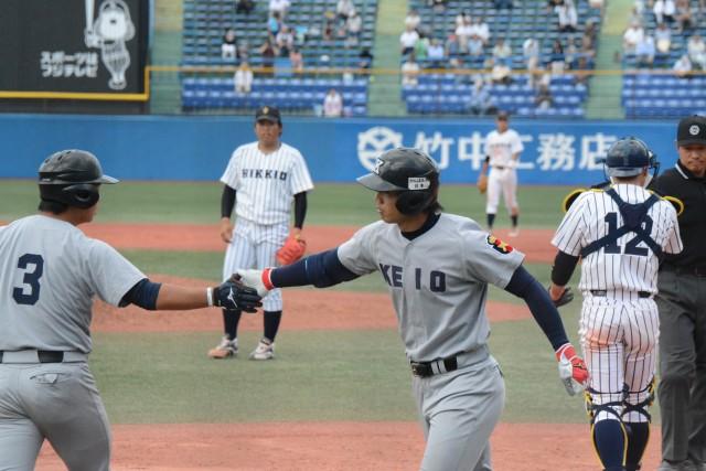 0517立教① 4回に1点差に詰め寄る本塁打を放った谷田