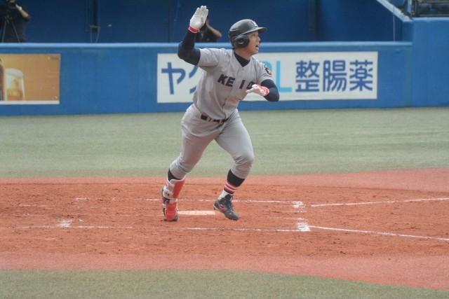 0913東大① 先制の3点本塁打を放った谷田