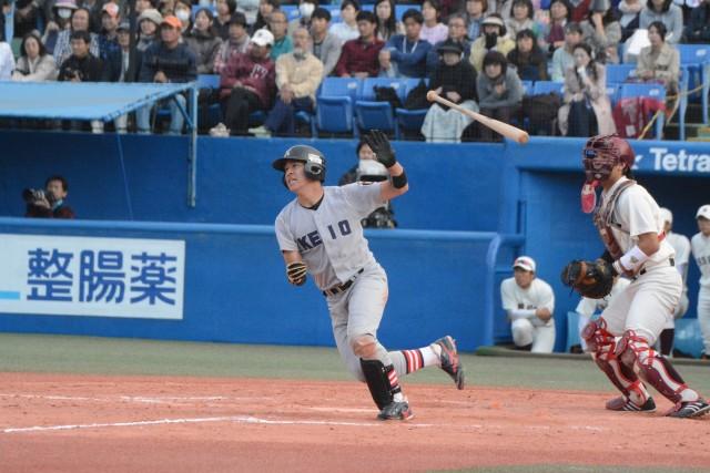 1103早稲田② 8回に決勝点となる適時打を放った小笠原
